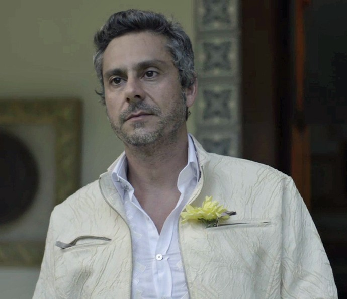 Romero chega para casar (Foto: TV Globo)
