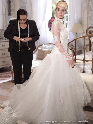 Modelo foi  inspirado no vestido da avó da menina (Foto: Amor à Vida / TV Globo)