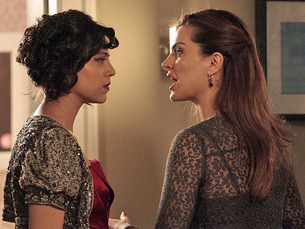 Miriam e Elisa têm uma forte discussão durante a festa de casamento (Foto: Amor Eterno Amor/TV Globo)