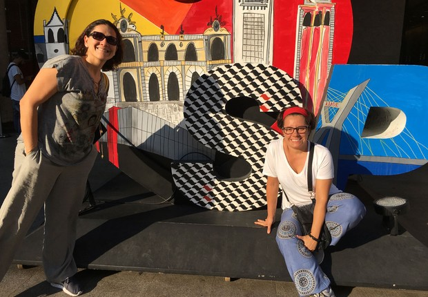 Taciana Mello e Fernanda Moura na Avenida Paulista, em São Paulo (Foto: The Girls on the Road)
