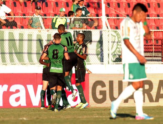 América-MG comemora sobre Palmeiras (Foto: Filipe Araujo/Agência Estado)