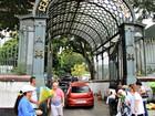 Cemitério tem movimento intenso de visitantes no Dia das Mães em Manaus