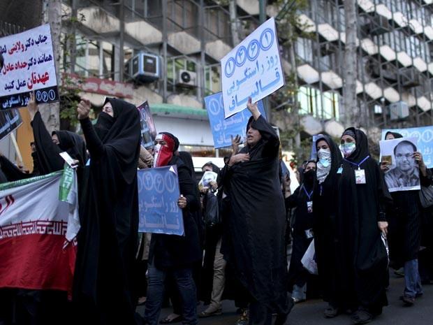 Mulheres fazem comício em Teerã (Foto: AFP)