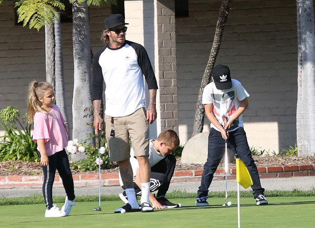 David Beckham com os filhos Romeo, Cruz e Harper (Foto: The Grosby Group)