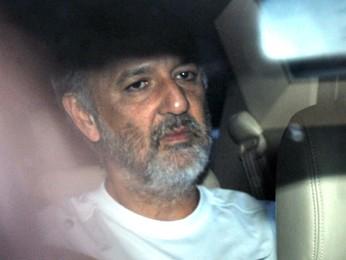 O ex-governador do Distrito Federal José Roberto Arruda, deixa prisão da PF em abril de 2010 (Foto: José Cruz/ABr)