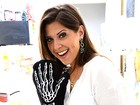 Ex-BBBs Andressa e Nasser ensinam receitas para ceia de Ano Novo e trocam carinhos na cozinha