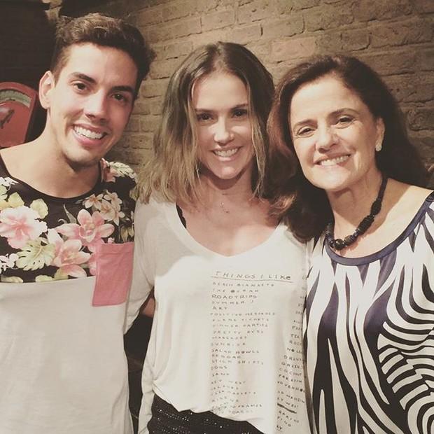Felipe de Carolis, Deborah Secco e Marieta Severo em peça na Zona Sul do Rio (Foto: Instagram/ Reprodução)