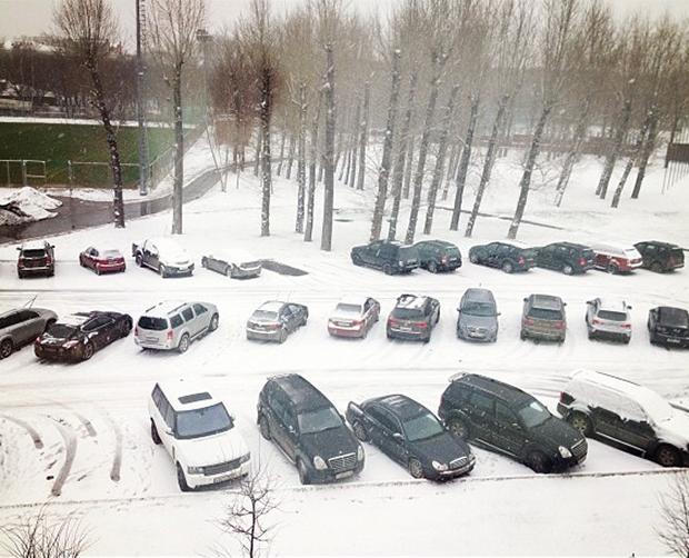 Neve cobre estacionamento no CT do Rubin Kazan (Foto: Reprodução/Instagram)