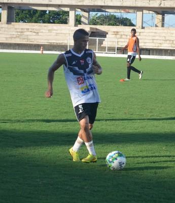 Bilau, atacante do São Raimundo, foi o autor dos dois gols que garantiram a vitória do time contra o Náutico-RR na 4ª rodada da Série D (Foto: Dominique Cavaleiro/GloboEsporte.com)