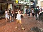 Faculdade  faz trote com  dança nas ruas (Luiz Felipe Fontoura/Divulgação)