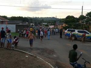 Uma das vítimas ainda tentou fugir, mas foi alcançada pelos suspeitos que atiraram e, em seguida, deram várias pedradas na cabeça do homem. (Foto: Jaru Online/Divulgação)