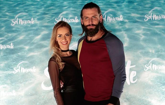 Henri Castelli chega com a namorada Maria Fernanda (Foto: Felipe Monteiro/Gshow)