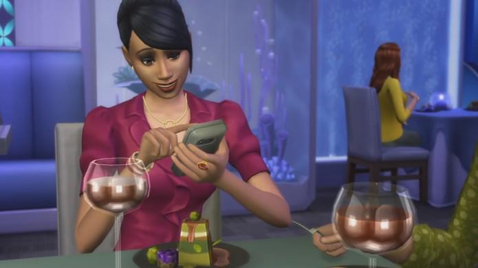 Até mesmo os Sims de The Sims 4 pegaram o hábito de tirar fotos da comida (Foto: Reprodução/YouTube)
