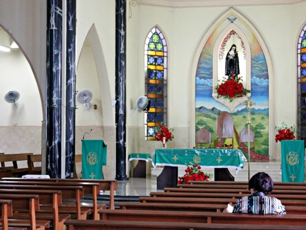 Paróquia de Santa Rita de Cássia, onde o Pe. Manoel Silva celibata há treze anos (Foto: Tiago Melo/G1 AM)
