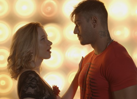 Piedad diz para Uodson que tango irá esquentar seu casamento