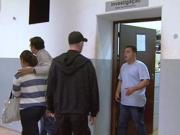Empresária permaneceu calada durante depoimento e depois retornou à cadeia de Cajuru, SP (Foto: Chico Escolano/EPTV)