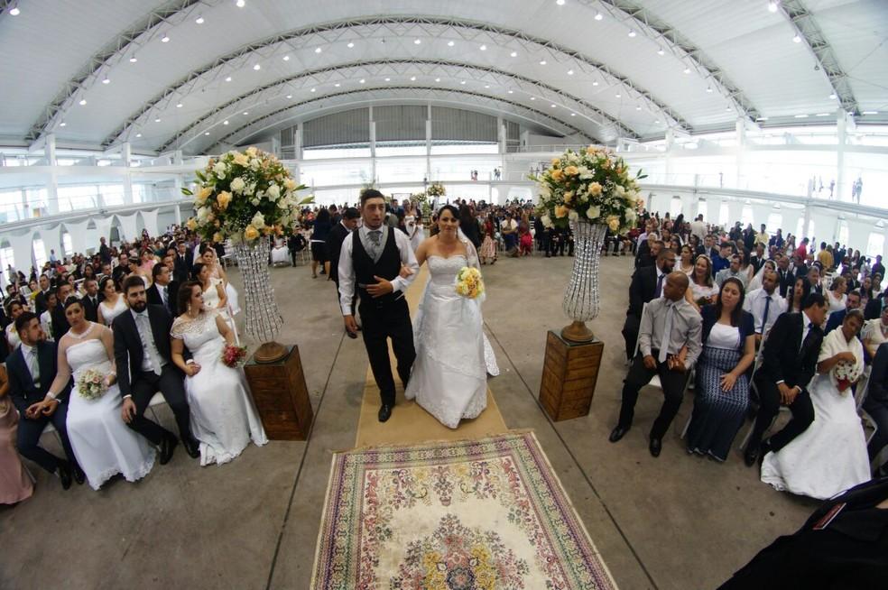 Casamento coletivo ocorreu no Centreventos de Itajaí (Foto: Prefeitura de Itajaí/Divulgação)