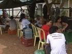 Moradores acampam em frente ao escritório da Norte Energia no Pará
