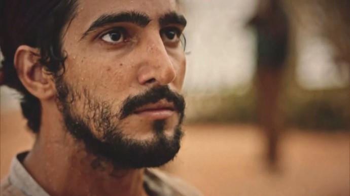 Santo fica incosolado com as palavras do pai (Foto: TV Globo)