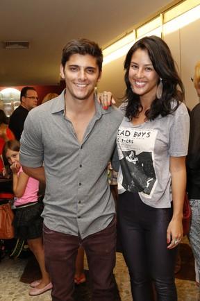 Bruno Gissoni e Yanna Lavigne em estreia de peça no Rio (Foto: Felipe Assumpção/AGNews)