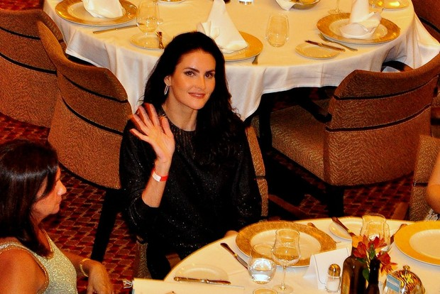 Lisandra Souto no jantar para convidados do Rei Roberto Carlos (Foto: Roberto Teixeira / EGO)