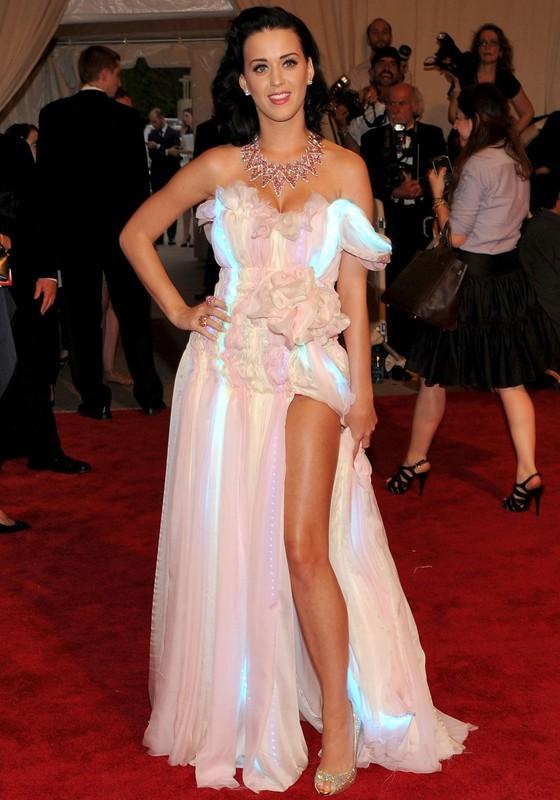 Katy Perry é uma das celebridades que já usou os vestidos tecnológicos da inglesa Cute Circuit (Foto: Divulgação)