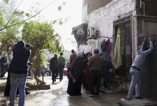 Egípcios reagem neste sábado (26) ao veredito de pena de morte para acusados de massacre em estádio de futebol em Port Said, ocorrido em fevereiro de 2012, quando 74 pessoas morreram (Foto: Asmaa Waguih/Reuters)