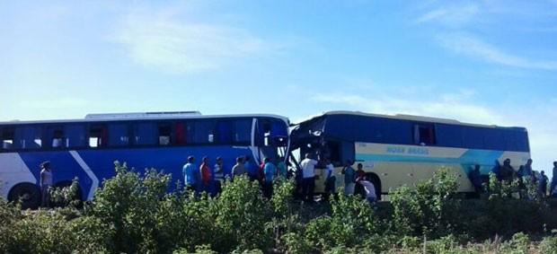 Ônibus bateram de frente em São Raimundo Nonato no Piauí (Foto: Darlan Ribeiro/ Sãoraimundo.com)