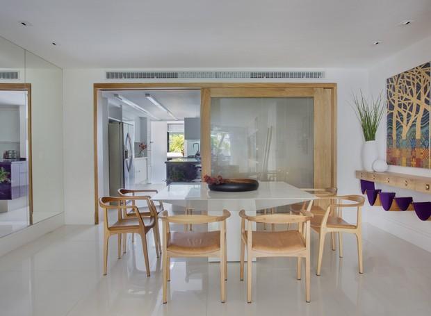 yamagata-arquitetura-leblon-rj-sala-de-jantar-mesa-aparador (Foto: Denílson Machado/MCA Estúdio)