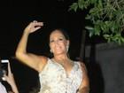 Susana Vieira aposta em look transparente, decotado e curtinho