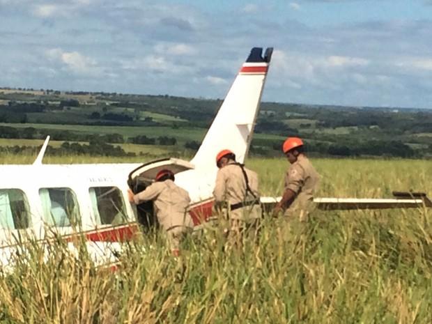 Resgate em avião com Angélica, Luciano Huck, crianças, babás, piloto e copiloto que fez pouso forçado em MS (Foto: Alysson Maruyama/TV Morena)
