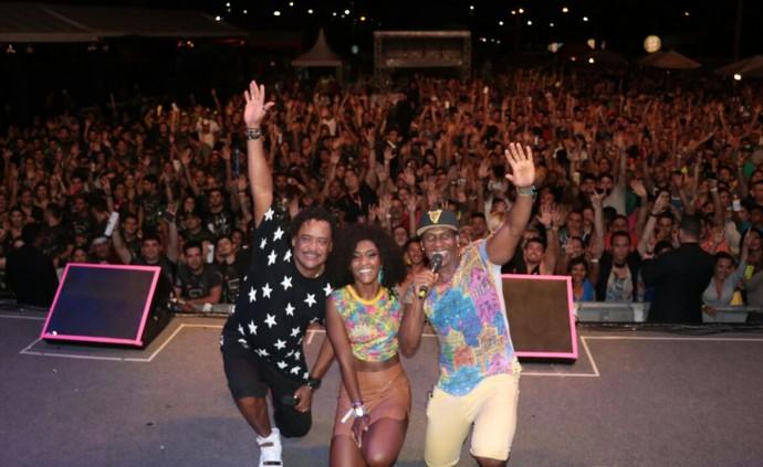 Sabe de tudo, inocente! Érika Januza conquistou os cantores e o público. (Foto: Fred Pontes / Divulgação)