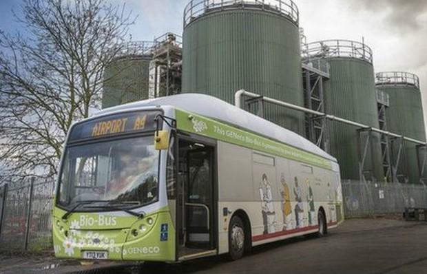 Um ônibus movido a fezes e lixo já está rodando entre as cidades de Bristol e Bath, na Grã-Bretanha (Foto: Wessex Water)