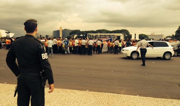 Agentes comunitários de saúde se concentraram na Praça dos Três Poderes (Foto: Juliana Braga/G1)