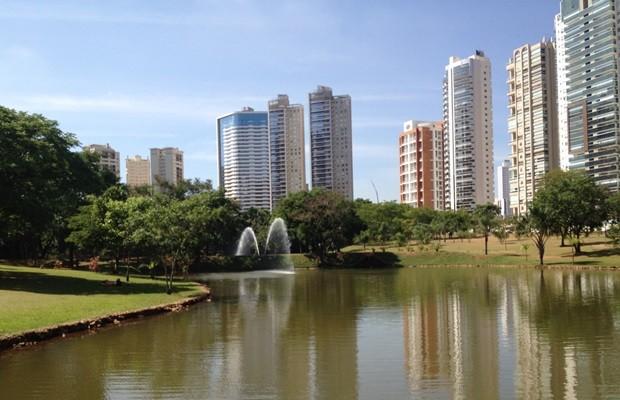 Infectados moram nas proximidades ou frequentam o Parque Flamboyant (Foto: Fernanda Borges/G1)