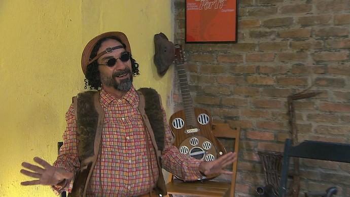 Roberval Barreto faz repente em Feira de Santana (Foto: TV Bahia)