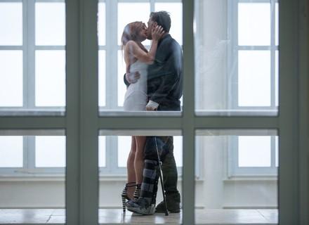 Teaser: Eliza aceita passar a noite com Arthur