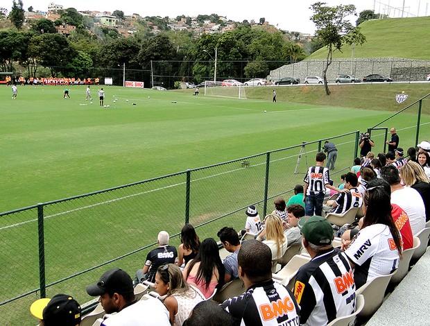 torcida treino Atlético-MG (Foto: Fernando Martins)