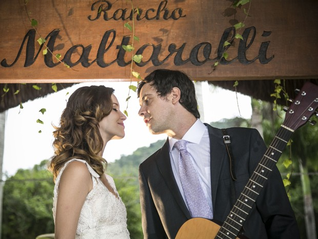 Apaixonados, os dois curtem a festa juntos (Foto: Raphael Dias/ Gshow)