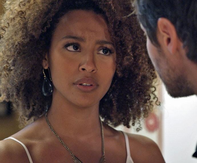 Paula não gosta de comentário de Pedro (Foto: TV Globo)