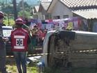 Duas mulheres morrem após carro cair de barranco e capotar em SC