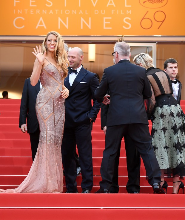 Blake Lively na abertura do Festival de Cannes (Foto: AFP)