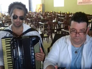 Cezzinha também gravou áudio logo após o de André Rio (Foto: Everaldo Costa/TV Globo)