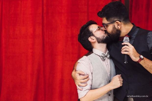 Thomas e Juca, em foto de seu álbum de casamento (Foto: Rafael Karelinsky/Divulgação)