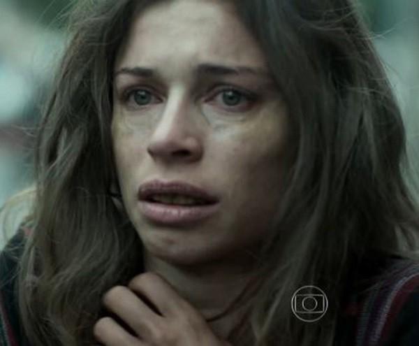 Grazi abriu mão da viadade para mergulhar em Larissa, em Verdades Secretas  (Foto: TV Globo)