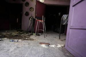 Foto mostra o que seriam as duas saídas da boate e que levavam para a única porta (Foto: Ricardo Moraes/Reuters)