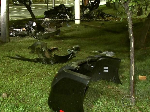 Acidente Camaro na Marginal (Foto: Reprodução/TV Globo)