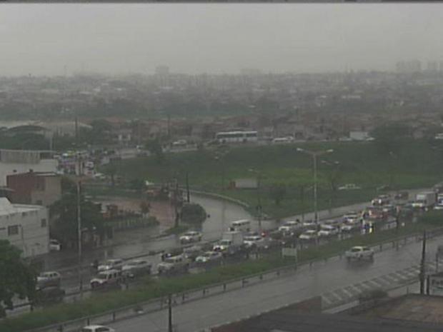 Funceme prevê dias nublados e chuvosos em todas as regiões do Ceará nesta quinta e sexta-feira (23 e 24).  (Foto: Reprodução/TV Verdes Mares)