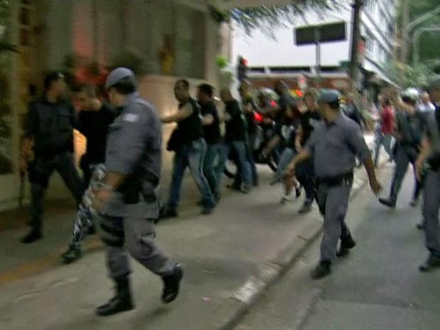 Presos na Avenida Paulista carecas do subúrbio (Foto: Reprodução/TV Globo)
