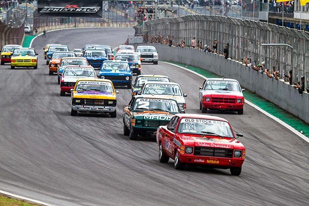 Largou a Old Stock Race para mais uma etapa no Autódromo de Interlagos, a emoção está de volta! (Foto: Divulgação/André Lemes/GRID Photo Racing)
